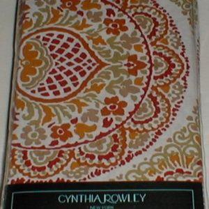 CYNTHIA ROWLEY FOUR NAPKINS FLORAL MEDALLION